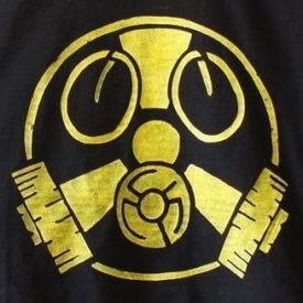 Zeichnung: Melange aus Gasmaske und Atomzeichen